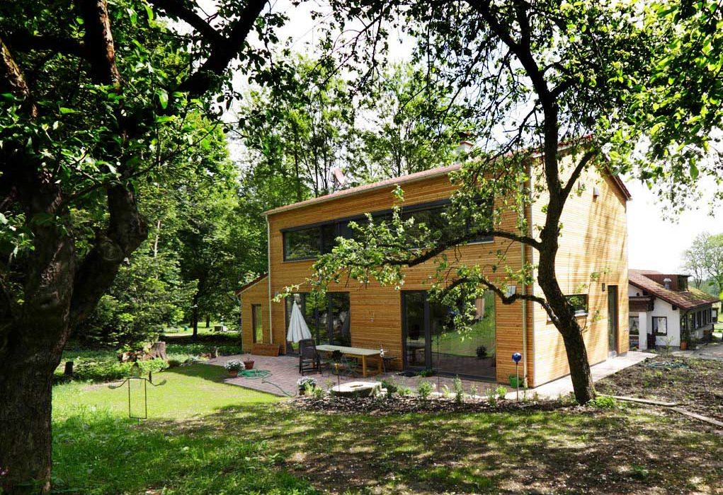 Haus-Blick-vom-Garten
